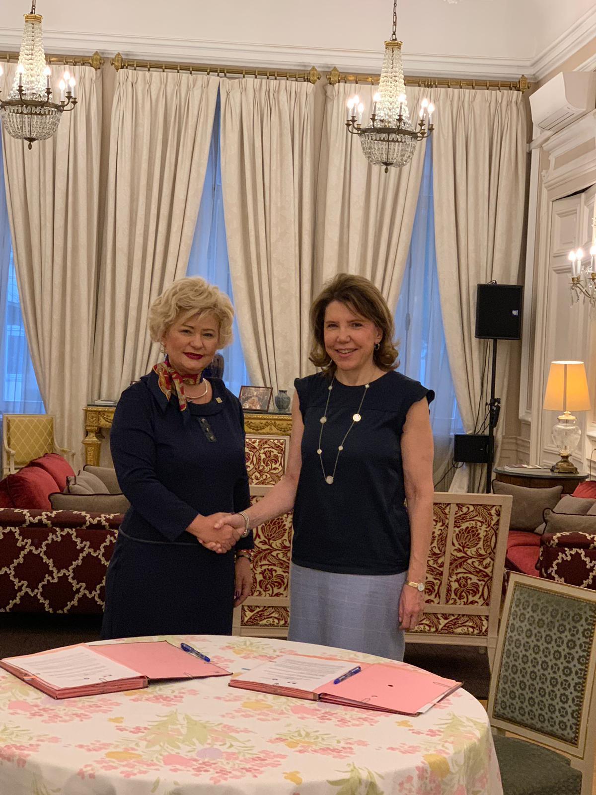 In data de 23 noiembrie 2018, secretarul de stat al ANES, Grațiela Drăghici, și Ambasadorul Franței în România, Michèle Ramis, au semnat o Declarație de intenție între cele două instituții pe care le reprezintă, în marja Zilei Internaționale pentru Eliminarea Violenței împotriva Femeii, care este marcată în fiecare an pe 25 noiembrie.