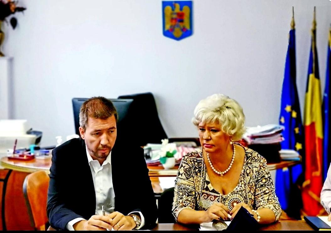 """Astăzi, la sediul ANES, a avut loc Ședința de Monitorizare pentru implementarea proiectului predefinit  """"Sprijin pentru implementarea Convenției de la Istanbul în România"""", cu participarea secretarului de stat al ANES, Grațiela Drăghici, reprezentanților Ministerului Justiției (Operator de Program) și echipei de management din cadrul ANES."""