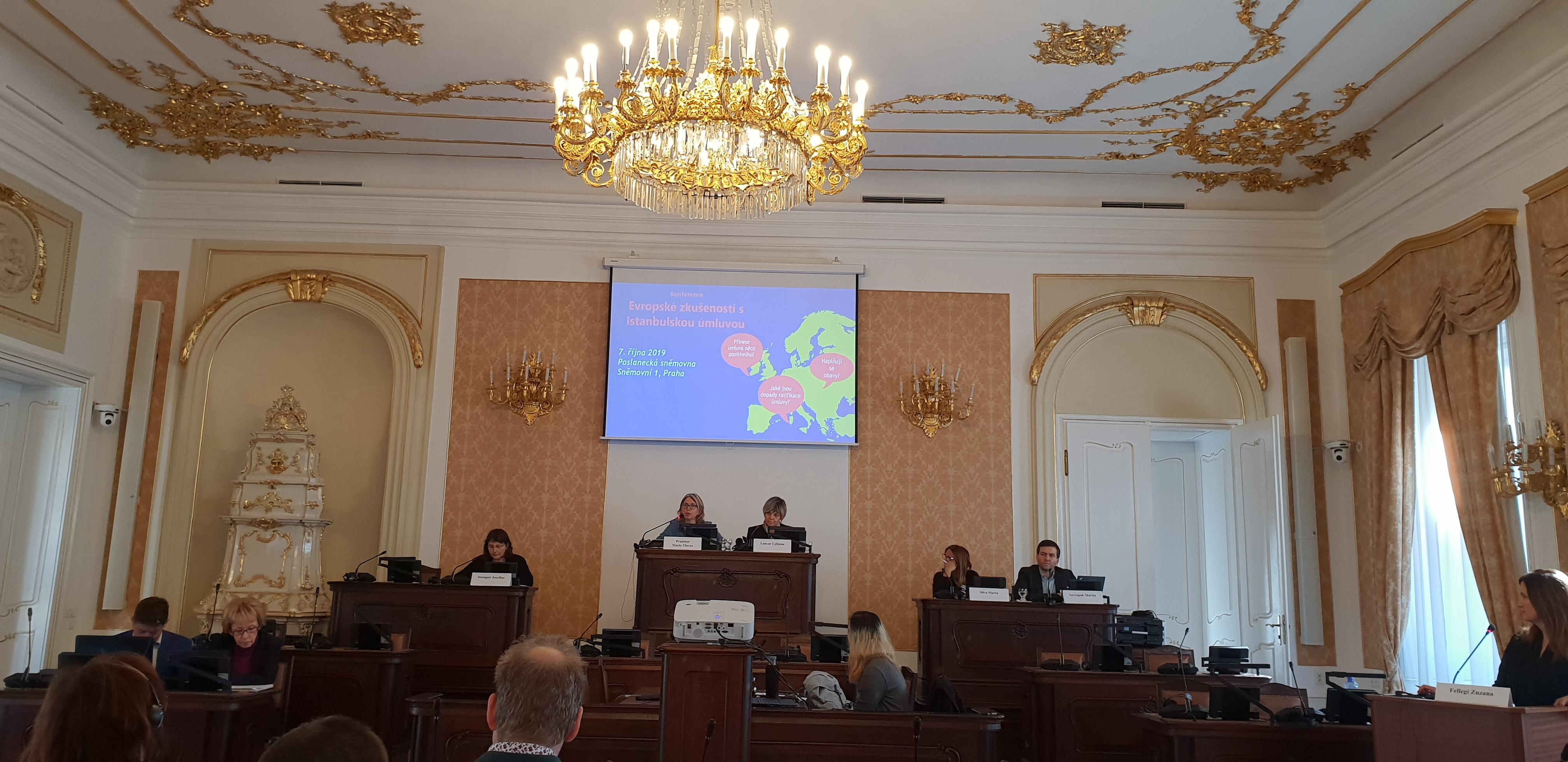 În perioada 6 - 9 octombrie 2019, în contextul cooperării bilaterale realizate prin Mecanismul Financiar Norvegian, între ANES și Ministerul Justiției și Securității Publice al Regatului Unit al Norvegiei, o delegație a ANES, formată din directorul Direcției Prevenirea și Combaterea Violenței domestice, Monaliza Cirstea și Aura Ciobanu, Consilier superior, a efectuat o deplasare la Praga, în Cehia